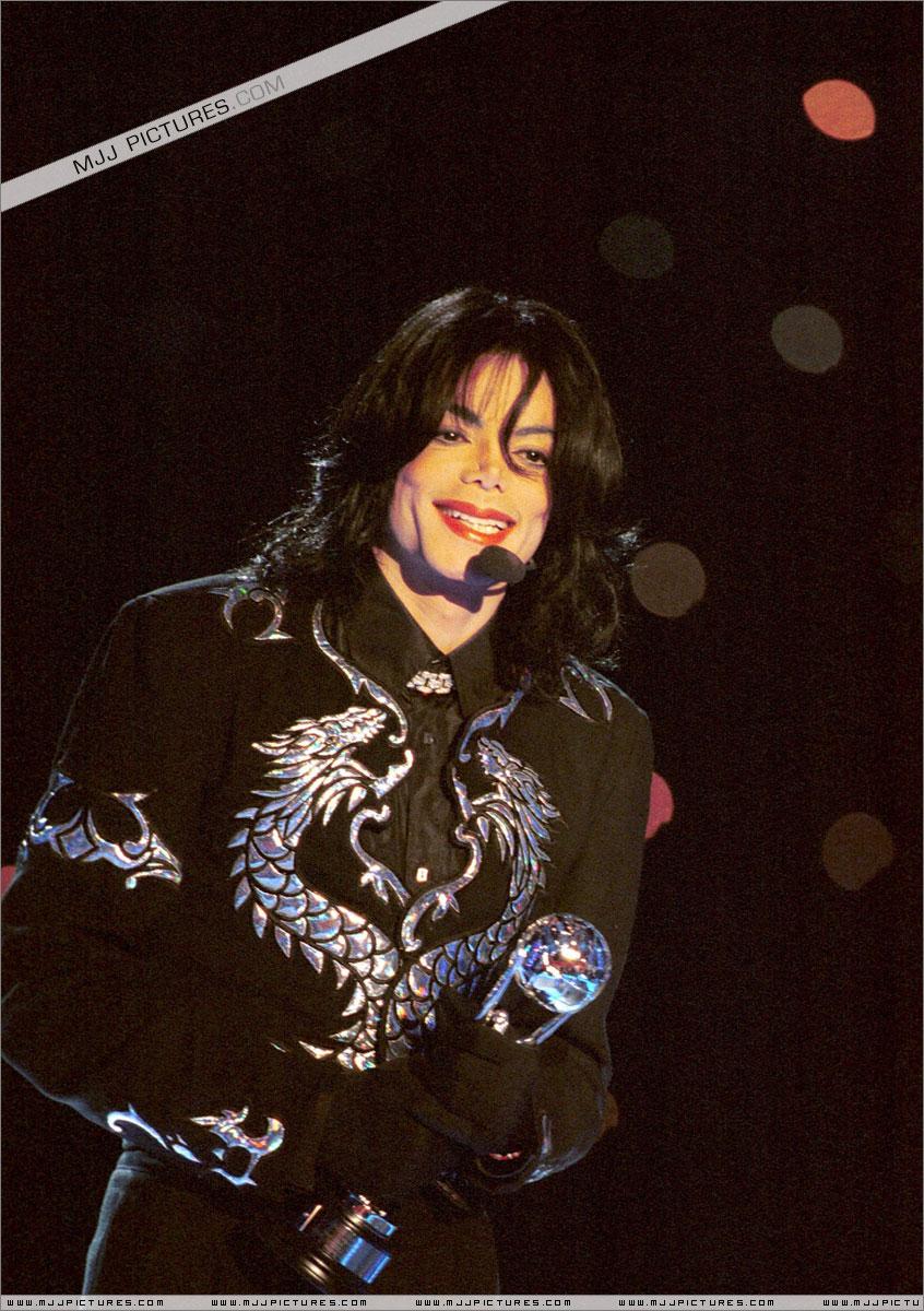 http://mjjgallery.free.fr/19982000/awards/wma/award/044.jpg