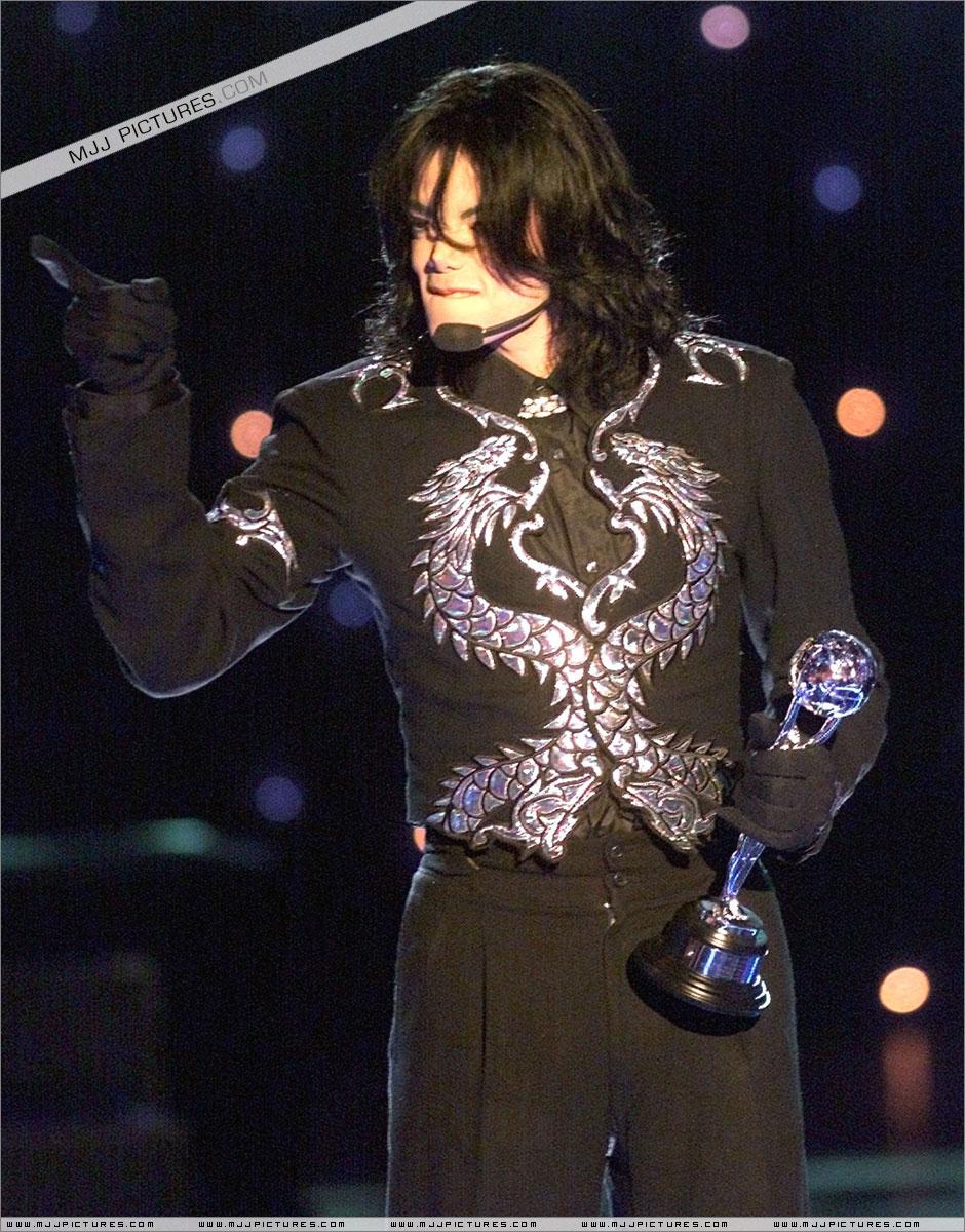 http://mjjgallery.free.fr/19982000/awards/wma/award/057.jpg