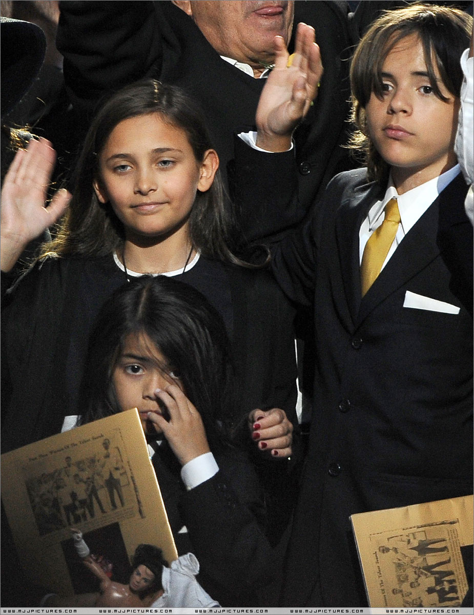 Michael Jackson s children visited morgue 10 times to see his Michael jackson funeral pictures children