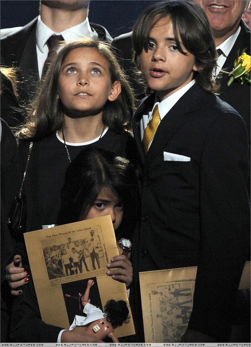 Michael jackson funeral pictures children