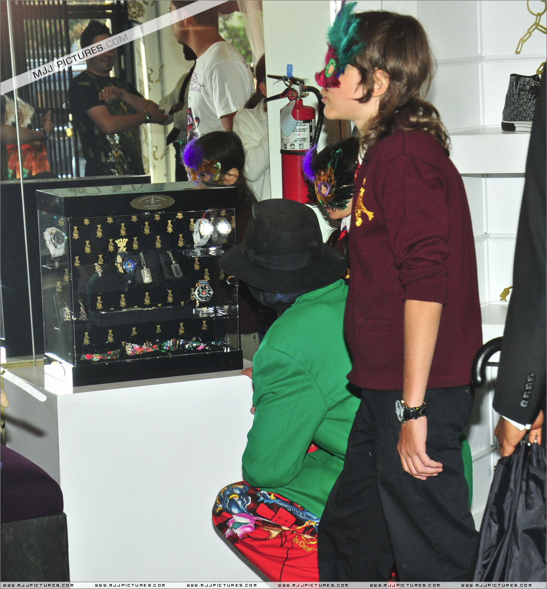 Michael Jackson & Double were caught in video..New Evide - Page 2 048