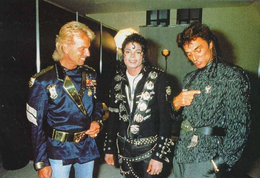 Michael meets Siegfried & Roy backstage before the concert. July 3, 88 in Cologne, Germany  004