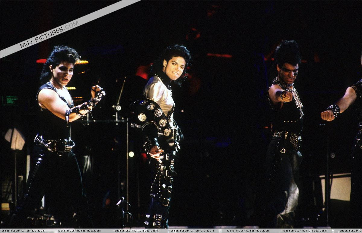 BAD WORLD TOUR 057