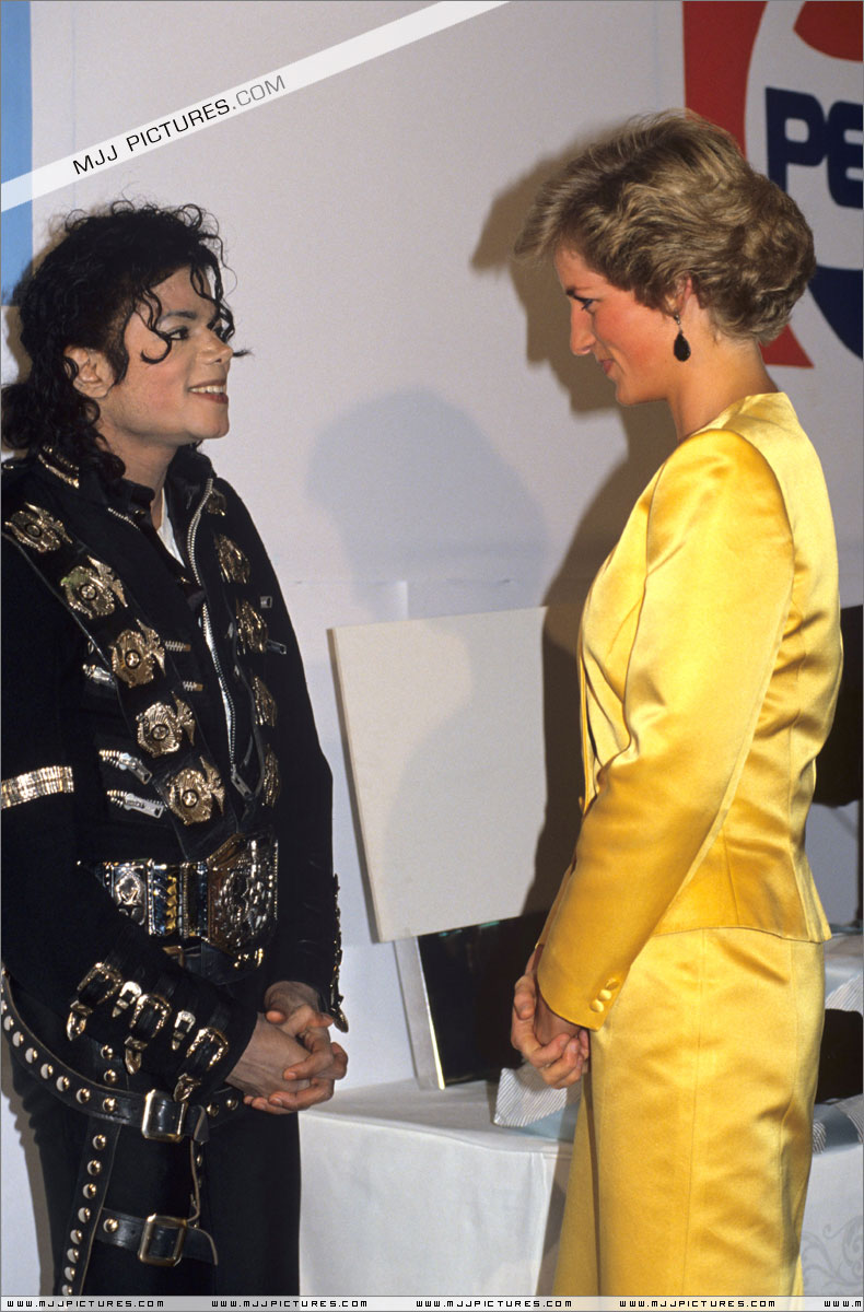 Michael meets Princess Diana & Prince Charles backstage before the concert.   006