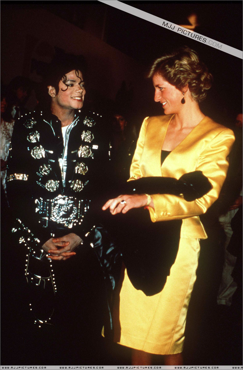 Michael meets Princess Diana & Prince Charles backstage before the concert.   009