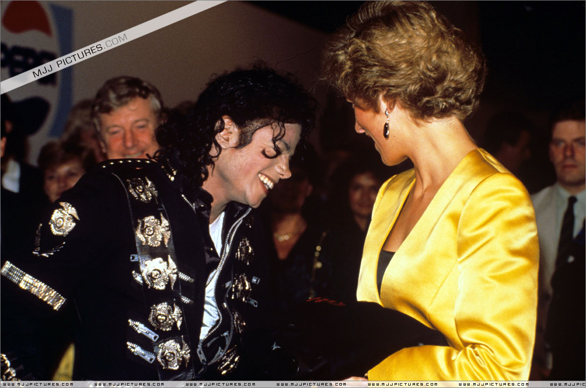 Michael meets Princess Diana & Prince Charles backstage before the concert.   010