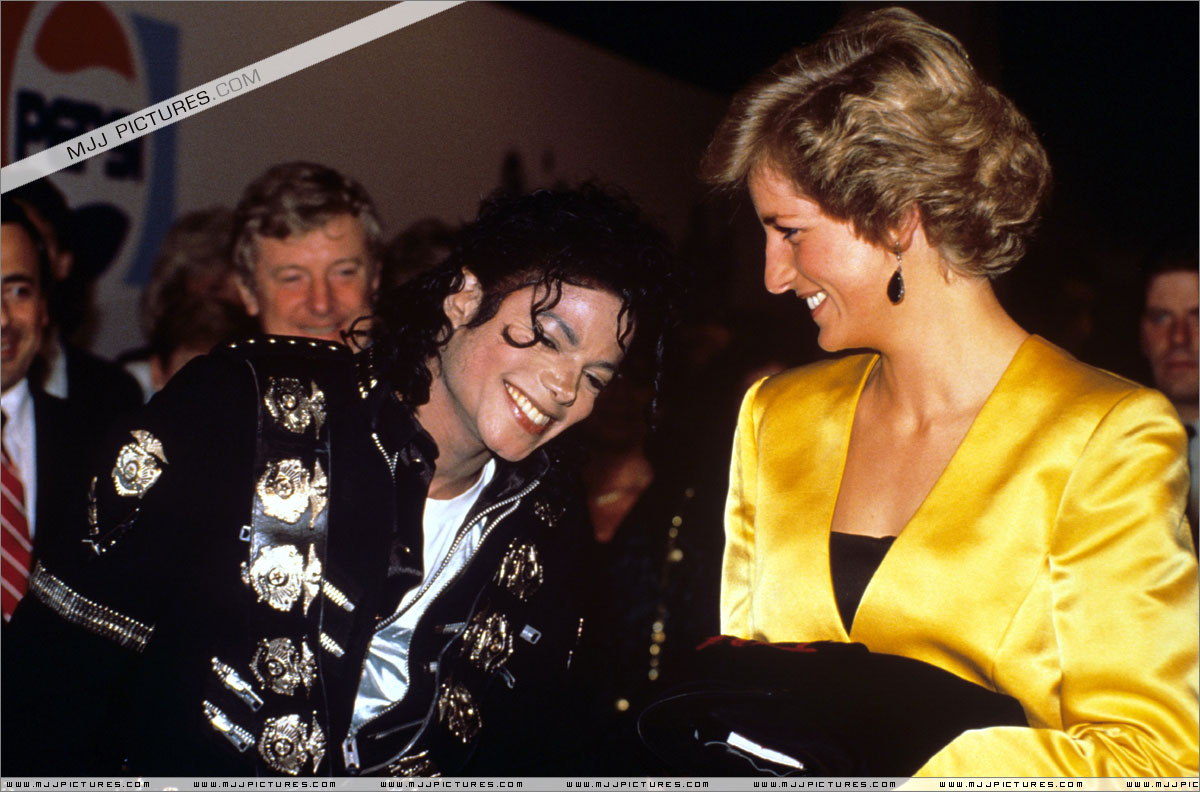 Michael meets Princess Diana & Prince Charles backstage before the concert.   011