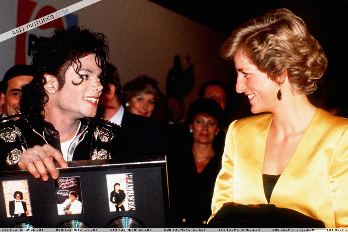 Michael meets Princess Diana & Prince Charles backstage before the concert.   012