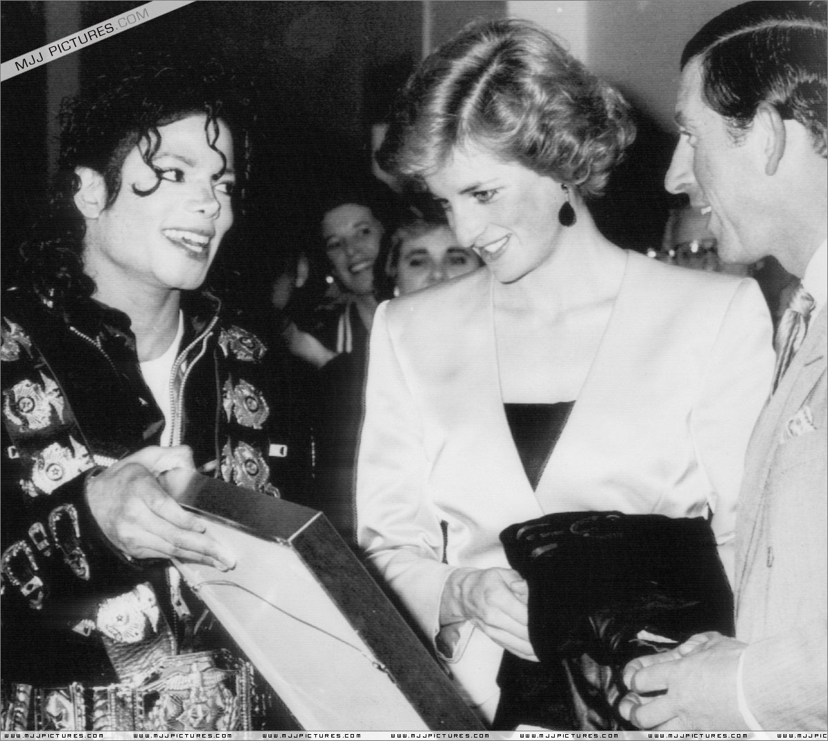 Michael meets Princess Diana & Prince Charles backstage before the concert.   015