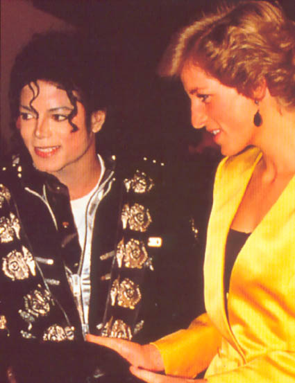 Michael meets Princess Diana & Prince Charles backstage before the concert.   019