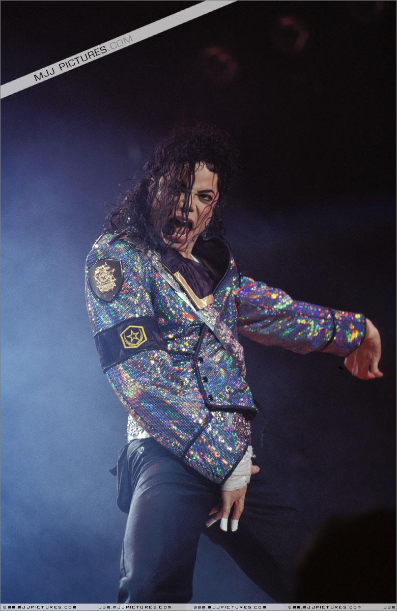 Dangerous World Tour (Información, Fotos y Videos)  006