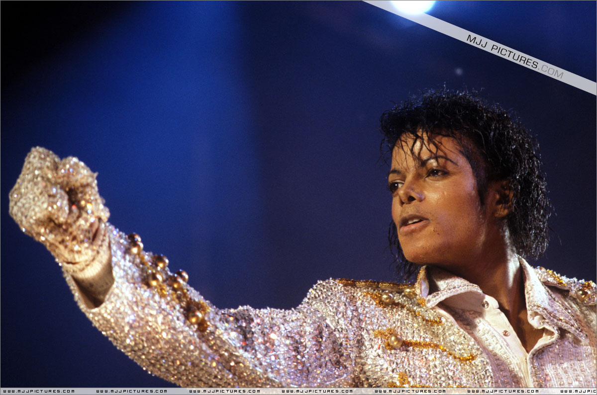 VICTORY TOUR 053